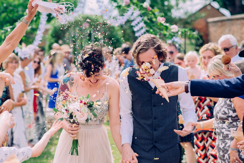 wedding-confetti-photos