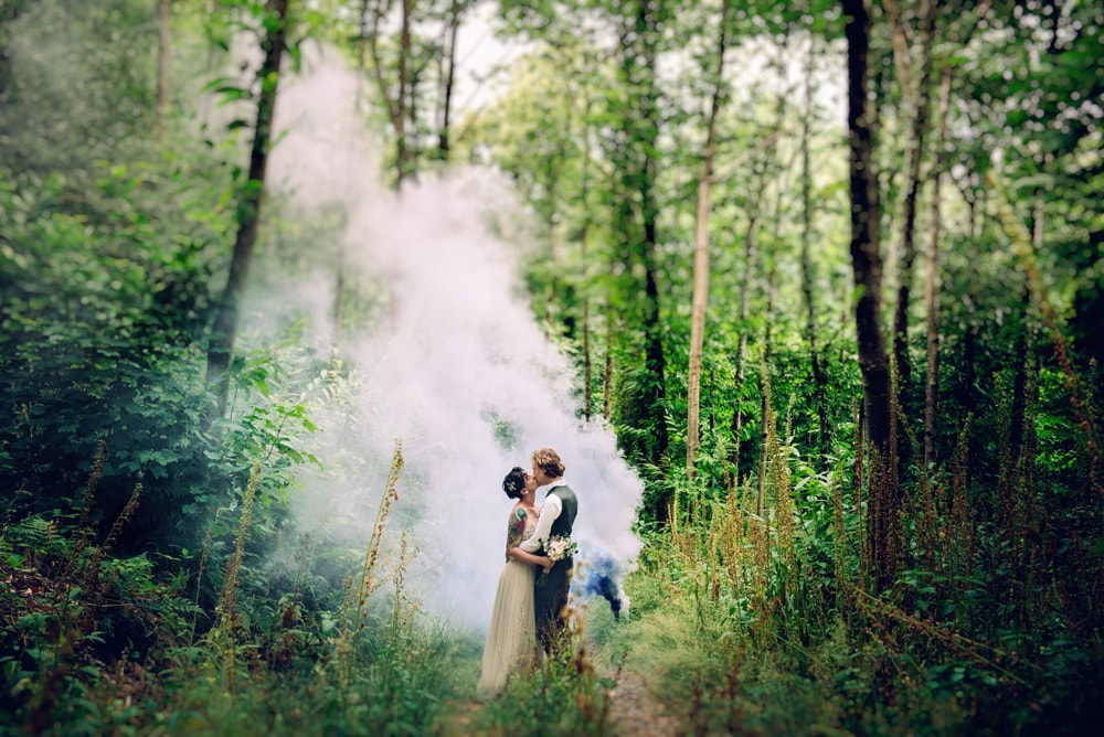 smoke-bomb-weddings